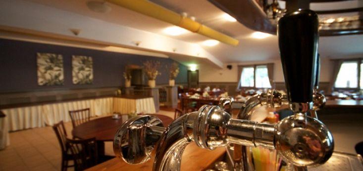Elke zaal met eigen bar op Landgoed de Biestheuvel