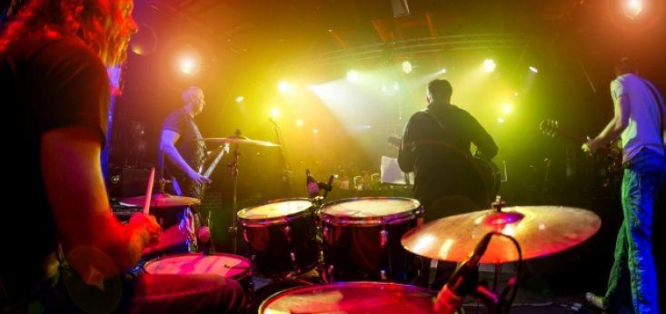 Live muziek van een Drive in Show tijdens feestavond op Landgoed de Biestheuvel