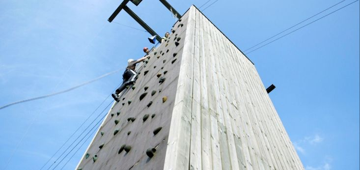 Giant Swing toren op Landgoed de Biestheuvel