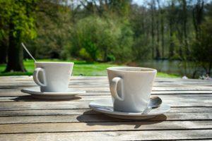 Koffie op het terras bij Landgoed de Biestheuvel