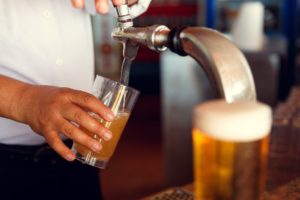 Bier tap bij Landgoed de Biestheuvel