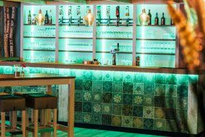 Verlichte bar bij Landgoed de Biestheuvel